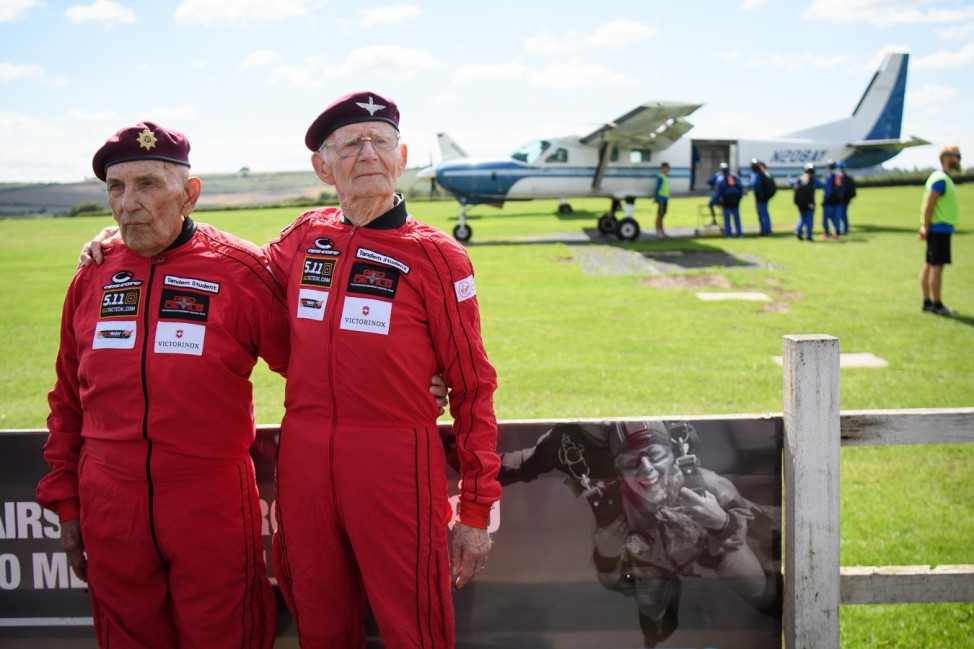 Chelsea Pensioner Completes 100th Parachute Jump