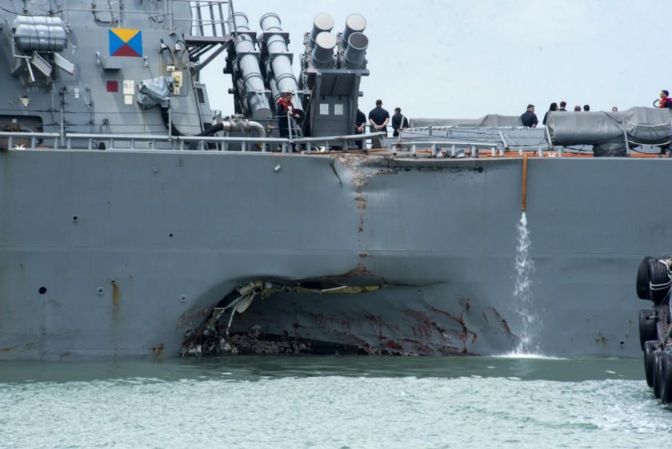 USS John S. McCain kollidiert mit Tanker