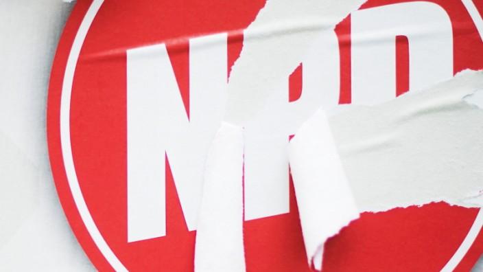 NPD: Der Bundesrat beschließt, die NPD von der staatlichen Parteienfinanzierung auszuschließen.