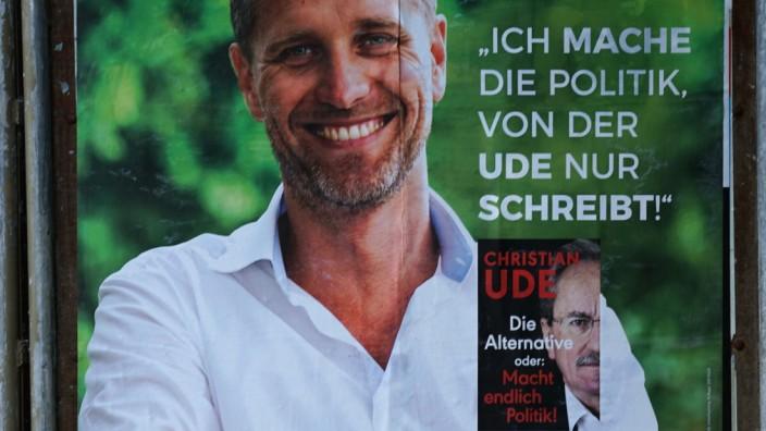 Bundestagswahl: Dass Bystrons Plakat zu höheren Verkaufszahlen für das jüngst erschienene Werk beiträgt, ist zweifelhaft, aber nicht ausgeschlossen.