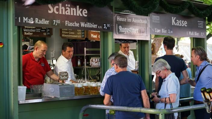 Sanierung: Der Ausschank im Biergarten ist wohl das bekannteste Standl des Viktualienmarkts.