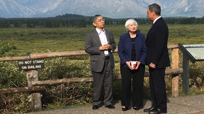 Geldpolitik: Janet Yellen, Mario Draghi und Haruhiko Kuroda von der Bank of Japan, bei einer Konferenzpause in Jackson Hole, Wyoming.
