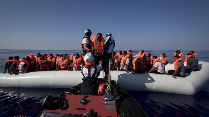 Rettungshelfer im Mittelmeer