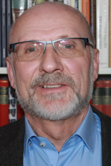Nationalsozialismus in Franken: Rainer Hambrecht, 74, hat Geschichte und Germanistik in Freiburg und Würzburg studiert. 1976 promovierte er. Von 1982 bis 1999 war er Leiter des Staatsarchivs Coburg, danach leitete er bis 2006 das Staatsarchiv Bamberg.