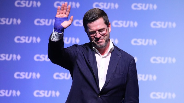 Former German Defense Minister Karl-Theodor zu Guttenberg waves during a CSU election campaign in Kulmbach