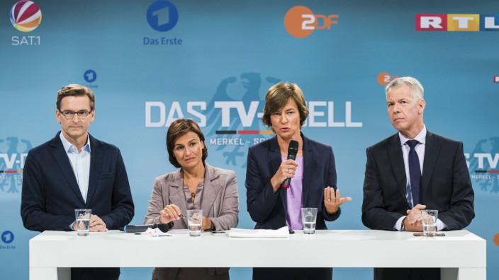 L R Moderatoren Claus Strunz SAT 1 Sandra Maischberger ARD Maybrit Illner ZDF und Peter Kl