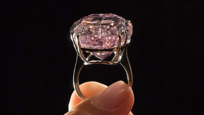 """Der Diamant  """"Pink Star"""" sollte eigentlich Rekorde brechen."""