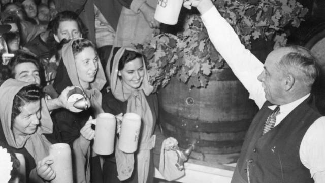 Lord Mayor Thomas Wimmer at Oktoberfest 1950