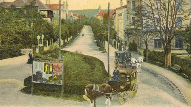 Buchvorstellung: Plakatwand am Traunsteiner Stadtplatz, um 1900.