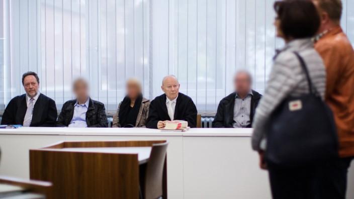 Prozess - Bankkunden sollen hilflosem Mann nicht geholfen haben