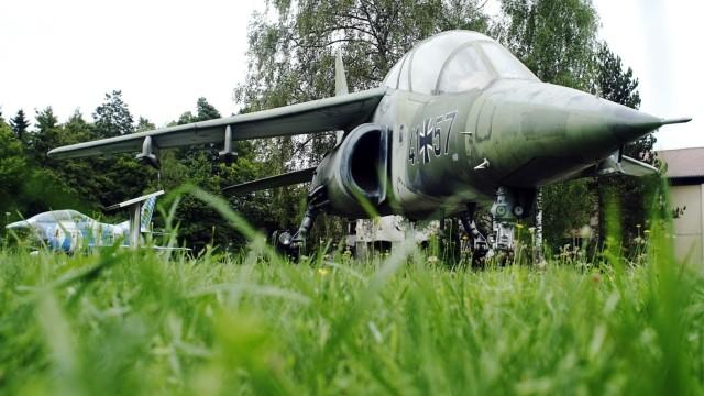 Bruck: FÜRSTY / FLIEGERHORST - Ausrangierte Militärflugzeuge