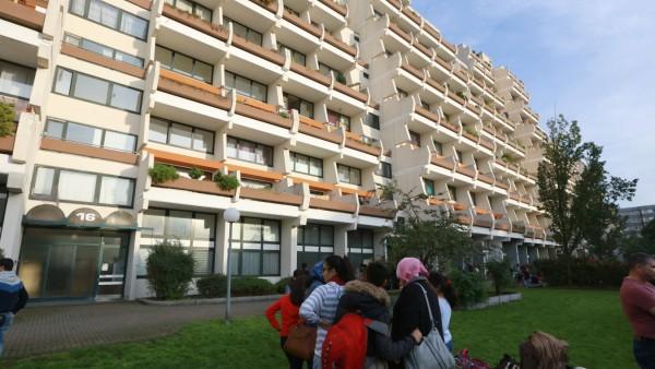 Ein Dortmunder Hochhaus bekannt als Hannibal wird aus Gründen des Brandschutzes geräumt Dier Bew