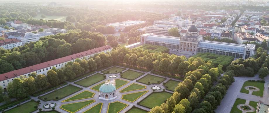 Architekturspaziergang Hofgarten Staatskanzlei Luftbild Drohne