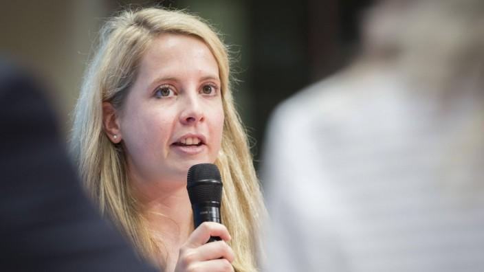 Verena Hubertz Gruenderin Kitchen Stories spricht waehrend der Veranstaltung Das moderne Deutschla
