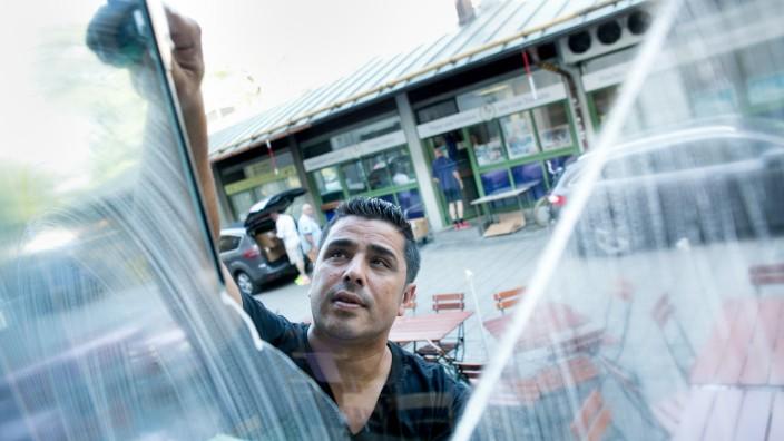 Fensterputzer Ismael Torah im Café Jessas, Maria + Josef, Prälat-Miller Weg 3