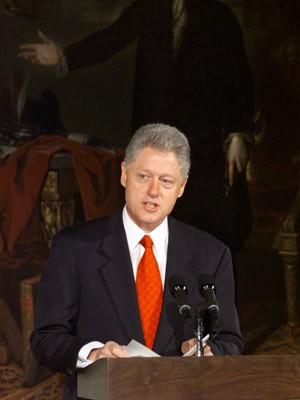 Mit Schal, Charme und Krawatte, Barack Obama, Bill Clinton