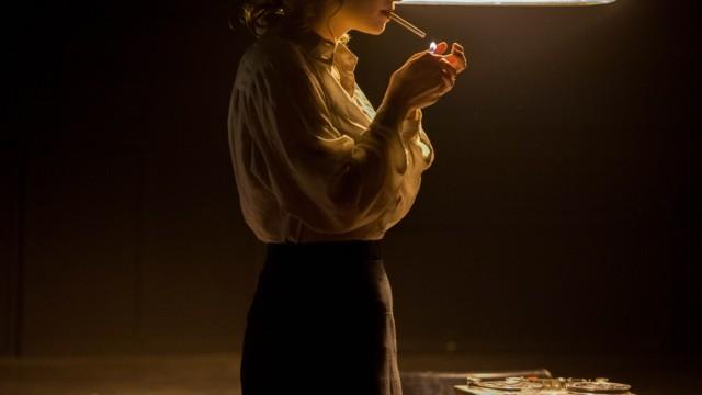 """Bühne: """"Das Sexuelle macht den Krieg erst attraktiv"""": Sabrina Hertle als Lili Marleen in Dietmar Höss' Schwabinger Inszenierung."""
