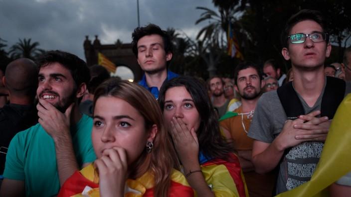 Völkerrechtler: Was hat Carles Puigdemont gesagt? Auch viele Befürworter einer Unabhängigkeit Kataloniens machte die Erklärung des Regierungschefs der Region ratlos.