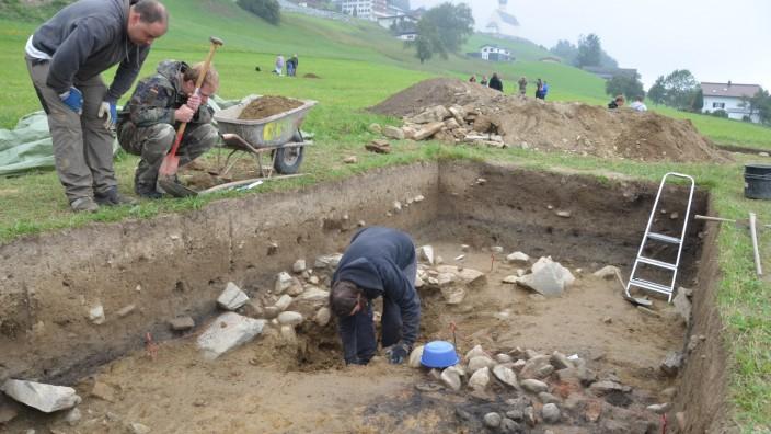 Archäologie: Siedlungsplätze aus der Bronzezeit haben Archäologen am Bartholomäberg bei Grabungen entdeckt.