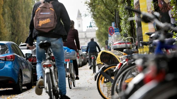 Radfahrer auf der Leopoldstraße in München, 2017