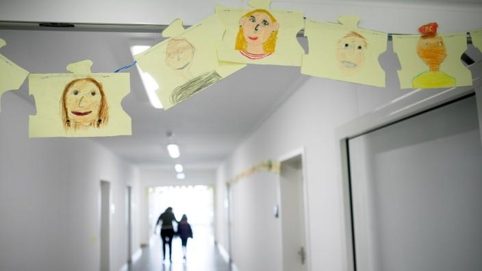 Eröffnung neuer Schulpavillon in der Grundschule an der Guardinistraße 60, Schulcontainer