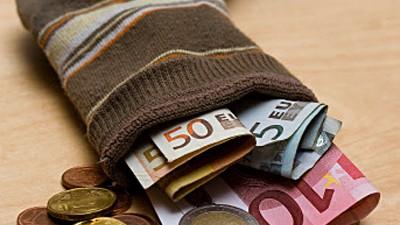 Die Deutschen und das Geld: Die Deutschen sparen viel - vor allem die Besserverdiener.