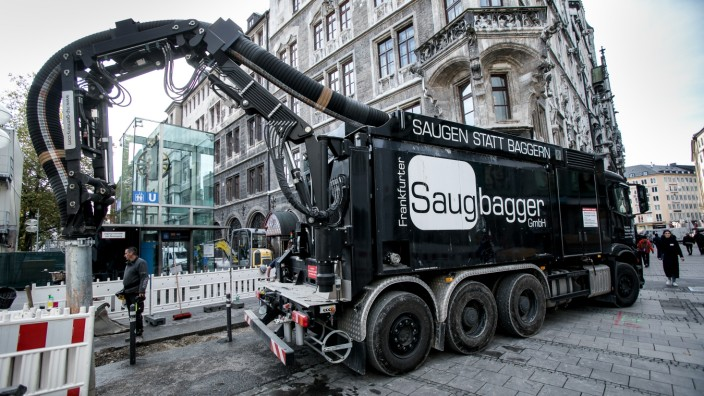 Saugbagger auf der Baustelle Marienhof