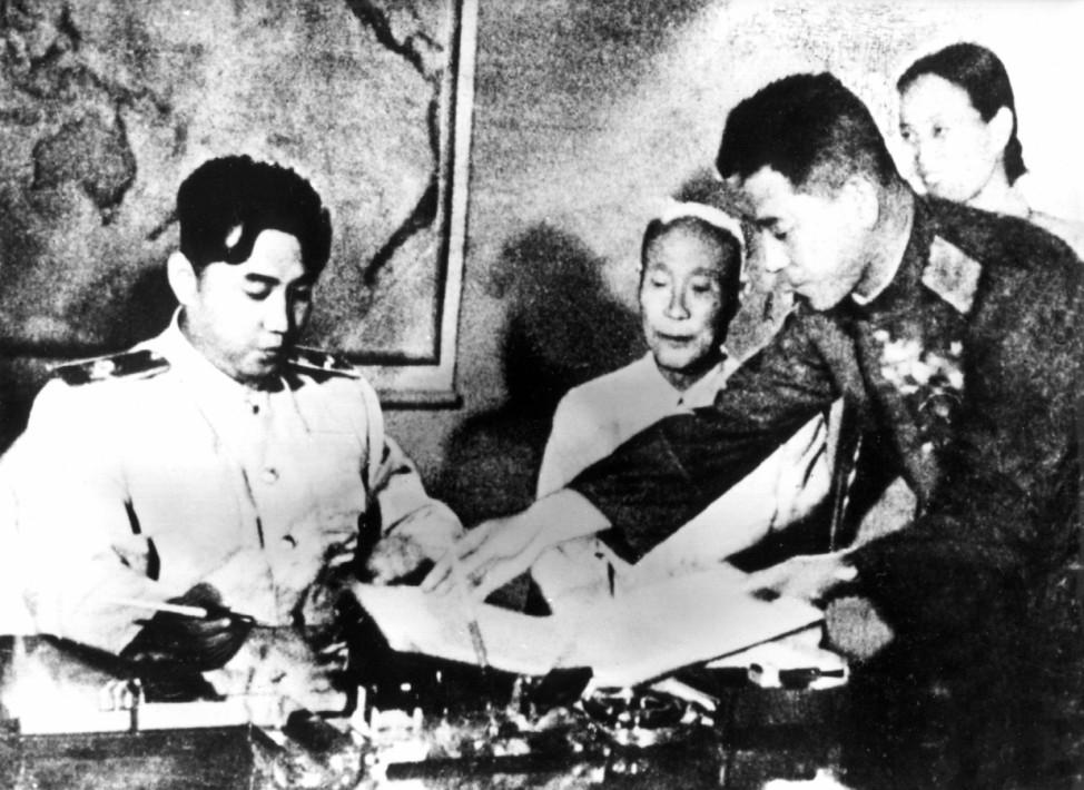 Koreakrieg - Kim Il Sung unterzeichnet Waffenstillstandsabkommen