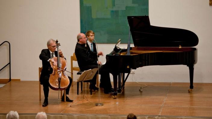 Konzert: Auf Augenhöhe: Cellist Arto Noras und Oliver Triendl vom Kulturverein Zorneding-Baldham am Klavier.