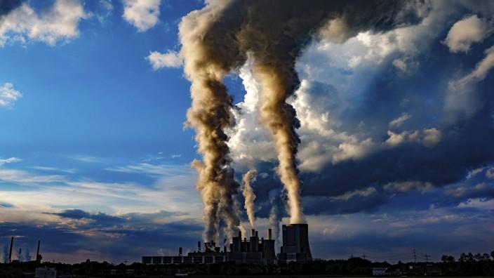 Das Kraftwerk Niederaußem von der RWE Power Bergheim Niederaußem 19 09 2017 Foto xC xHardtx xFutur