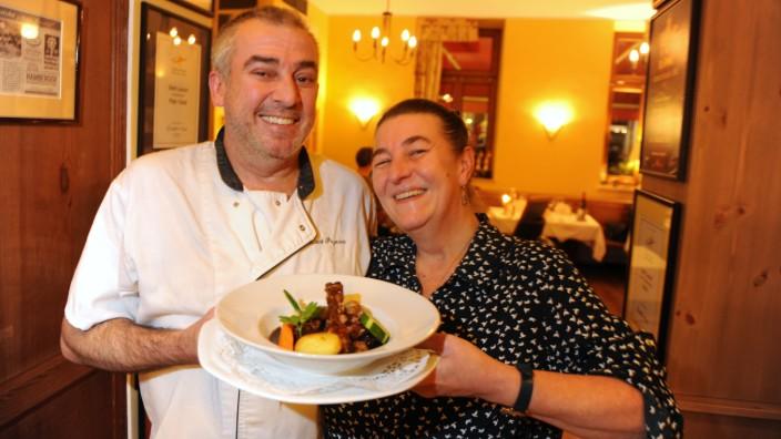 Saint Laurent: Die Wirte Claudia und Laurent Pezeron und ihr Personal kümmern sich herzlich um ihre Gäste, auch um junge Besucher.