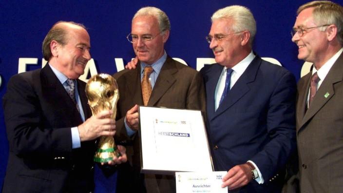 FUSSBALL: WM VERGABE 2006 Joseph Blatter; WM