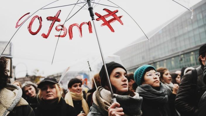 Meetoo Demonstration gegen sexualisierte Gewalt und sexistische âĹbergriffe am 28 10 2017 in Berlin