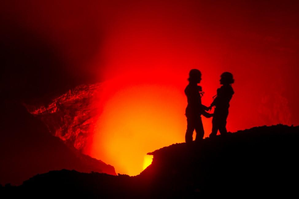 2011: Basti macht mir im Krater des Benbow einen Heiratsantrag.