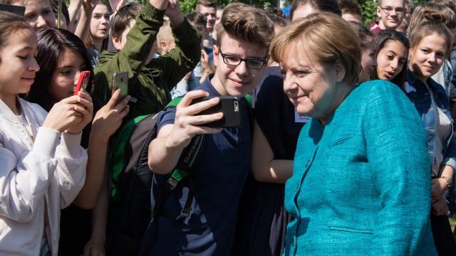 Bundeskanzlerin Merkel diskutiert mit Berliner Schülern