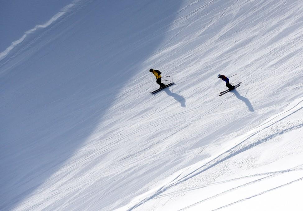 Skifahrer auf einer Piste
