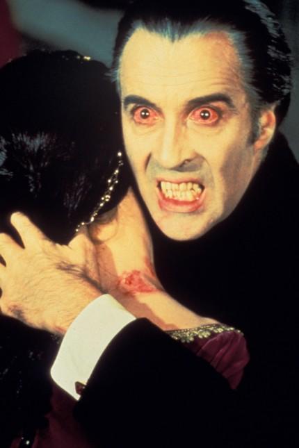 Scars of Dracula Filmstill Christopher Lee
