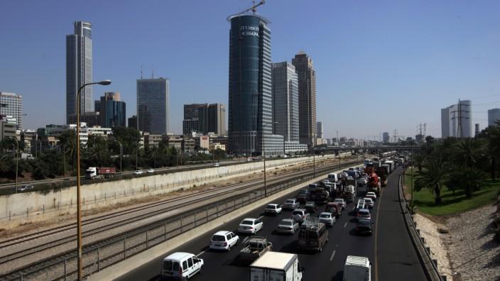 Gerichtsentscheidung: Stau gehört in Tel Aviv zum Alltag, nur am Sabbat gibt es weniger Verkehr und keine öffentlichen Busse. Uber war daher eine beliebte Alternative.