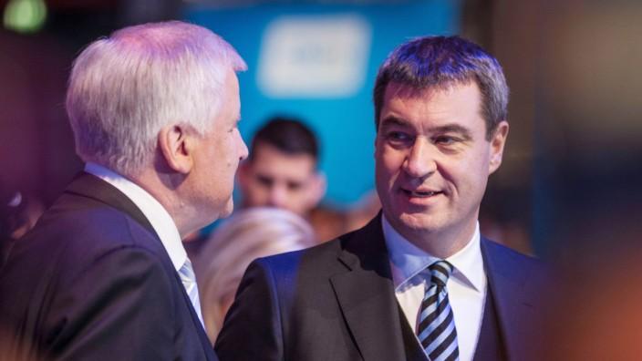 Horst Seehofer Bayerischer Ministerpräsident CSU Parteivorsitzender im Gespräch mit Markus Söder