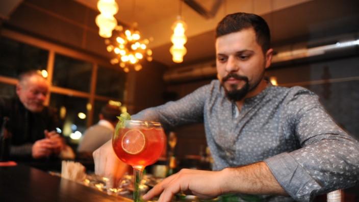 Klimentis Bar: Mete Klimenti hat seine Bar nach sich selbst benannt. Seine Gäste begrüßt er mehrheitlich per Handschlag.
