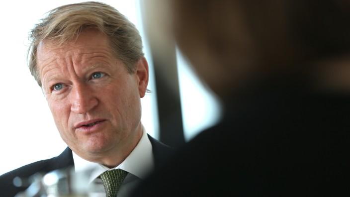 Bayerischer Rundfunk: Einst verband er mit dem Frequenztausch die Existenzfrage, jetzt findet Intendant Wilhelm, die Voraussetzungen hätten sich grundlegend geändert.