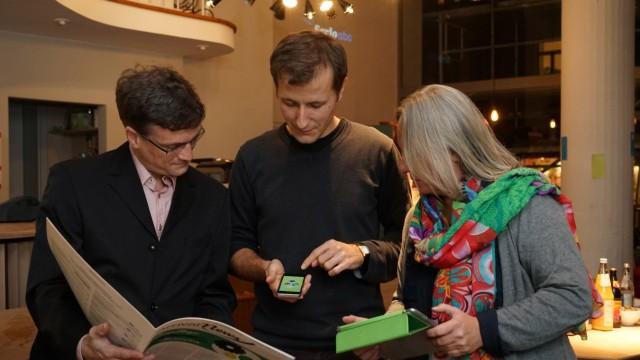 Neue Medien: Jungunternehmer Simon Köhl (Mitte) diskutiert mit den Experten Karsten Stegmann und Sonja Moser über den digitalen Wandel an Schulen