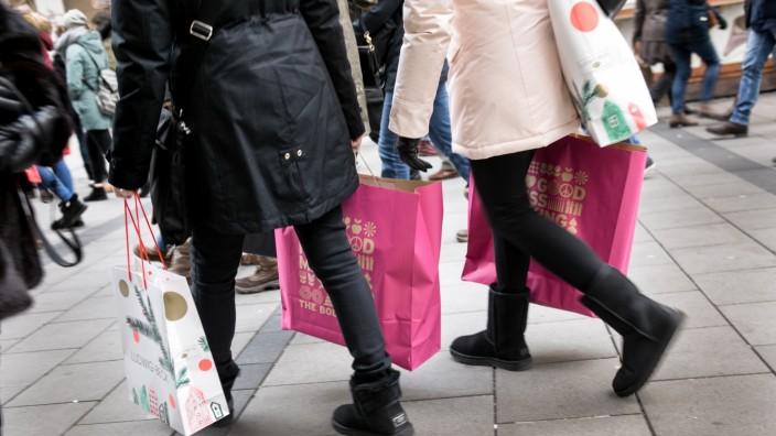 Weihnachts-Einkaufs-Irrsinn in der Innenstadt.