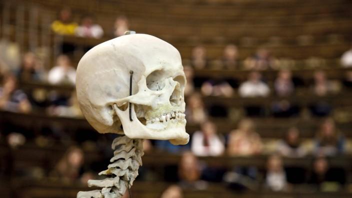 Anatomievorlesung für Studenten der Humanmedizin am Anatomischen Institut der Universität Leipzig D