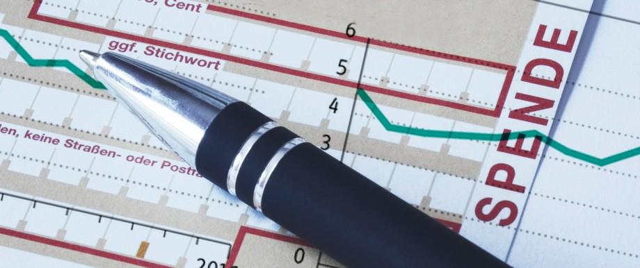 16 12 2017 Spenden¸berweisung und Kugelschreiber Kuli Kugelschreiber ausf¸llen Spende Geldspe