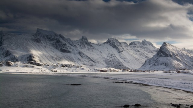 Landschaft auf den Lofoten in Norwegen im Winter McPGER McPGER
