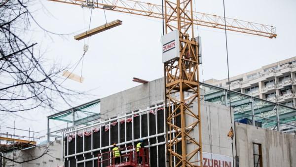 Umbau Schwanthaler Höhe, dem Beton-Giganten über der Theresienwiese, wo zuletzt XXXLutz untergebracht war. Komplett-Sanierung des Komplexes zwischen Gollier-, Schießstätt-,Schwanthalerstraße, der Ende 2018 wieder neu eröffnet wird.