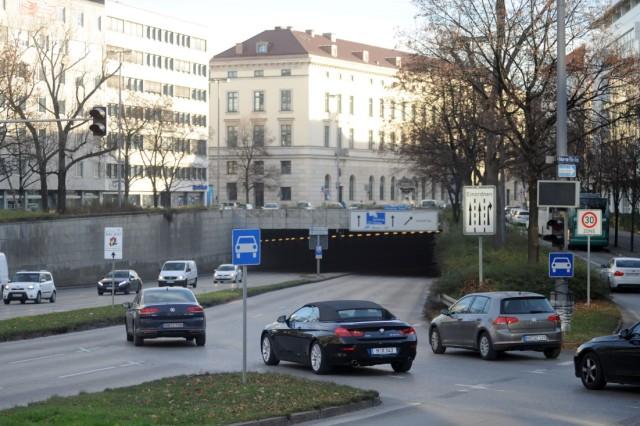 Tunnelrampe am Oskar-von Miller-Ring in München, 2016