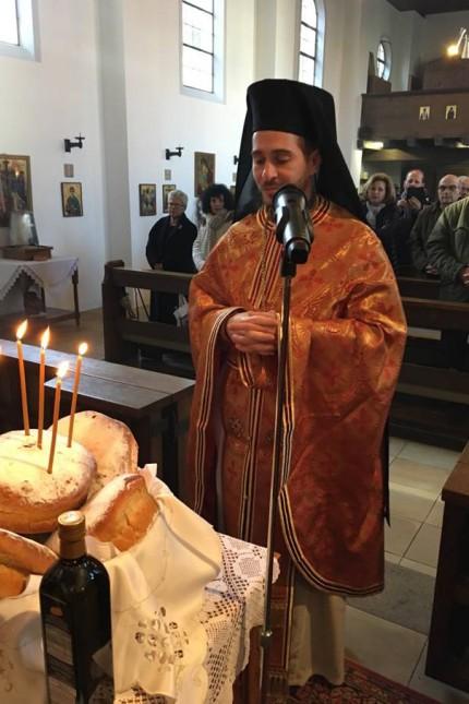 Griechische Gemeinde: Archimandrit Peter Klitsch zelebriert in der griechisch-orthodoxen Pfarrgemeinde in Dachau.