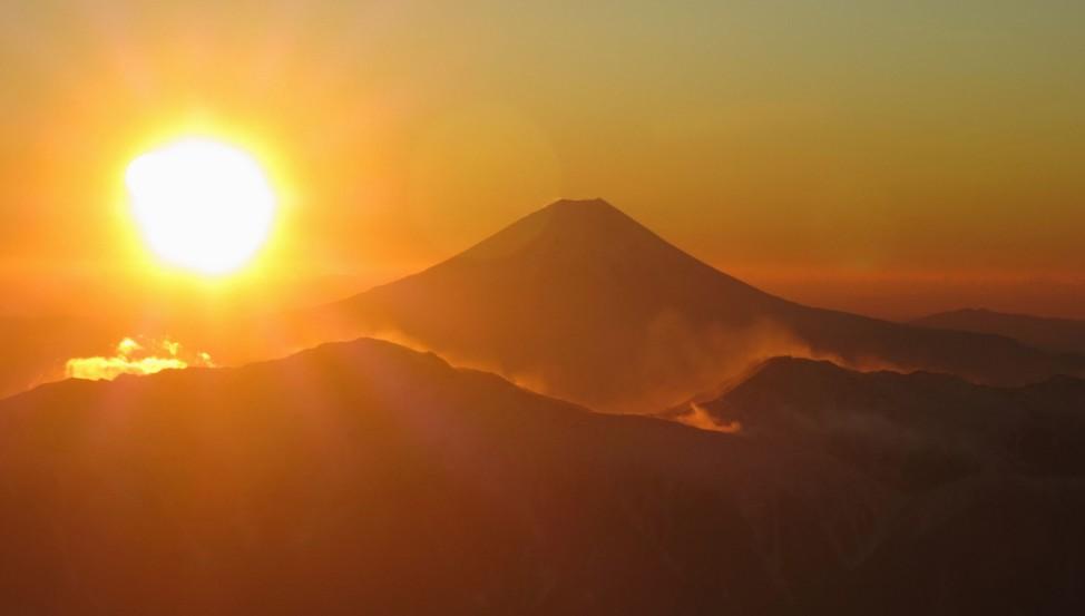 Erster Sonnenaufgang 2018 über Mount Fuji